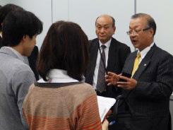 記者の質問に答える齋藤会長、南部関西  NEDIA 代長