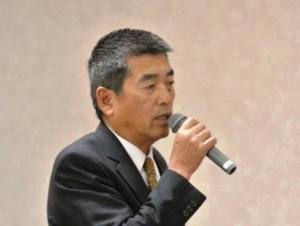 新事業創生委員会の説明を行う  佐藤 新事業創生委員会委員長